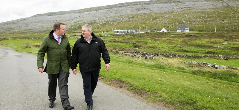 Joe Carey being briefed on the issue of rural crime by Paul Connole in Fanore last week. Yvonne Vaughan Photography